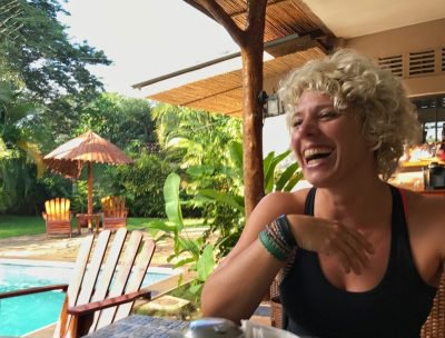 Deze 36-jarige digital nomad reist al 2,5 jaar de wereld rond en ontdekte dat je deze 2 dingen goed moet kunnen combineren